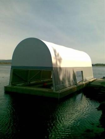 Flytende plasthall